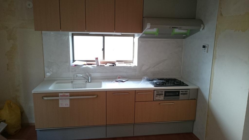 システムキッチンは自分で取り付けられる!キッチンのDIY全工程の紹介。