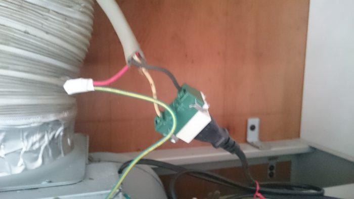 換気扇の電源コンセント
