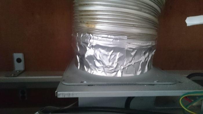 システムキッチンの換気扇取り付け