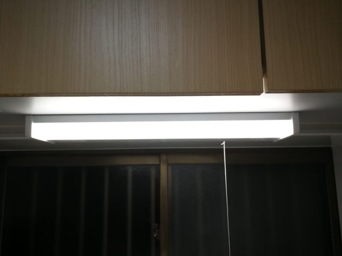 システムキッチンの照明の取り付け
