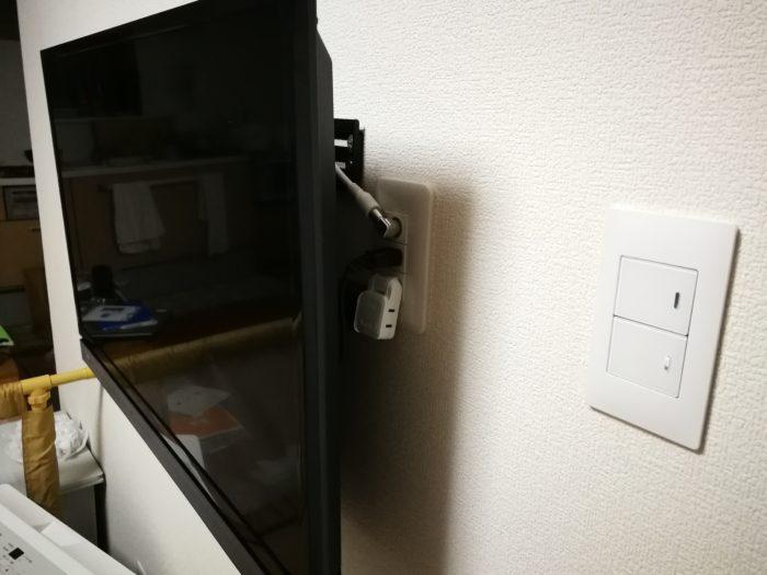 壁掛けテレビ コンセント位置の変更