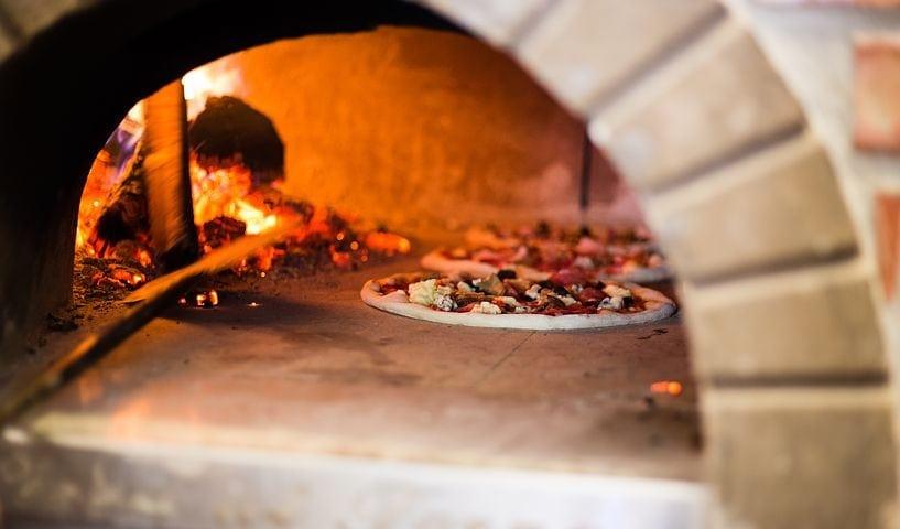 窯 作り ピザ
