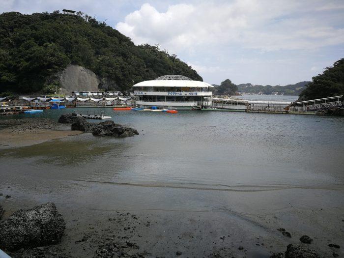 船がモチーフの下田海中水族館