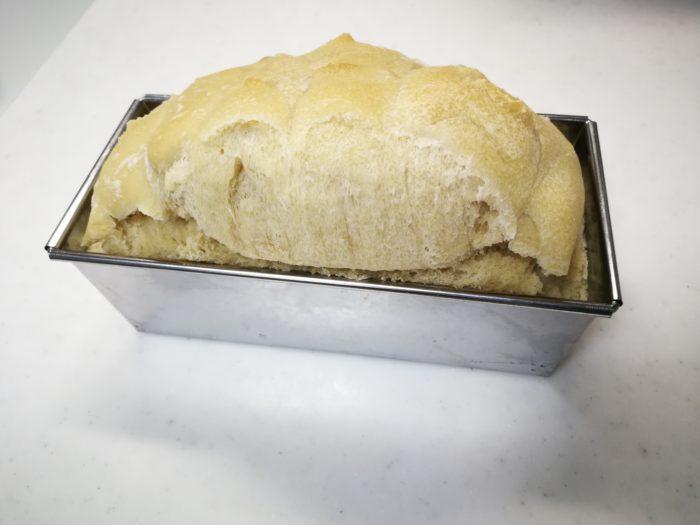余ったピザ生地で食パン作り