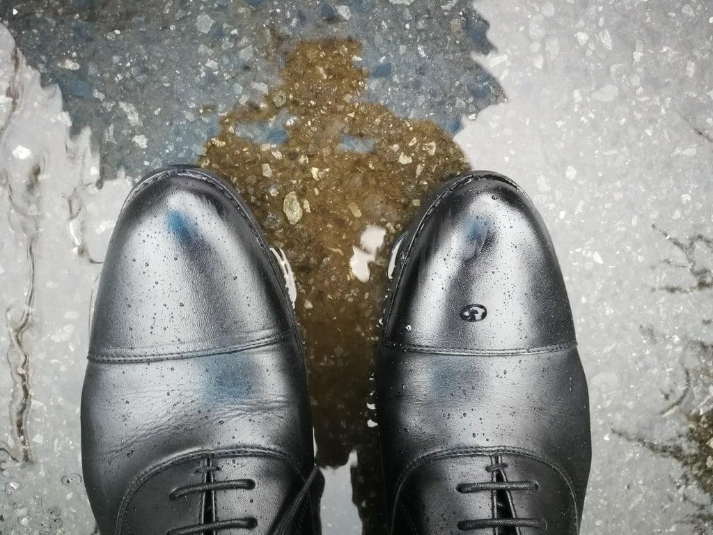 アシックス 防水 ビジネス
