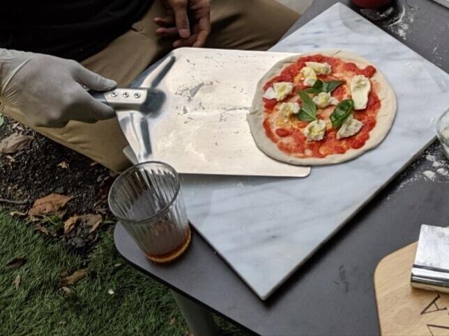 ピザをバーベキューで。