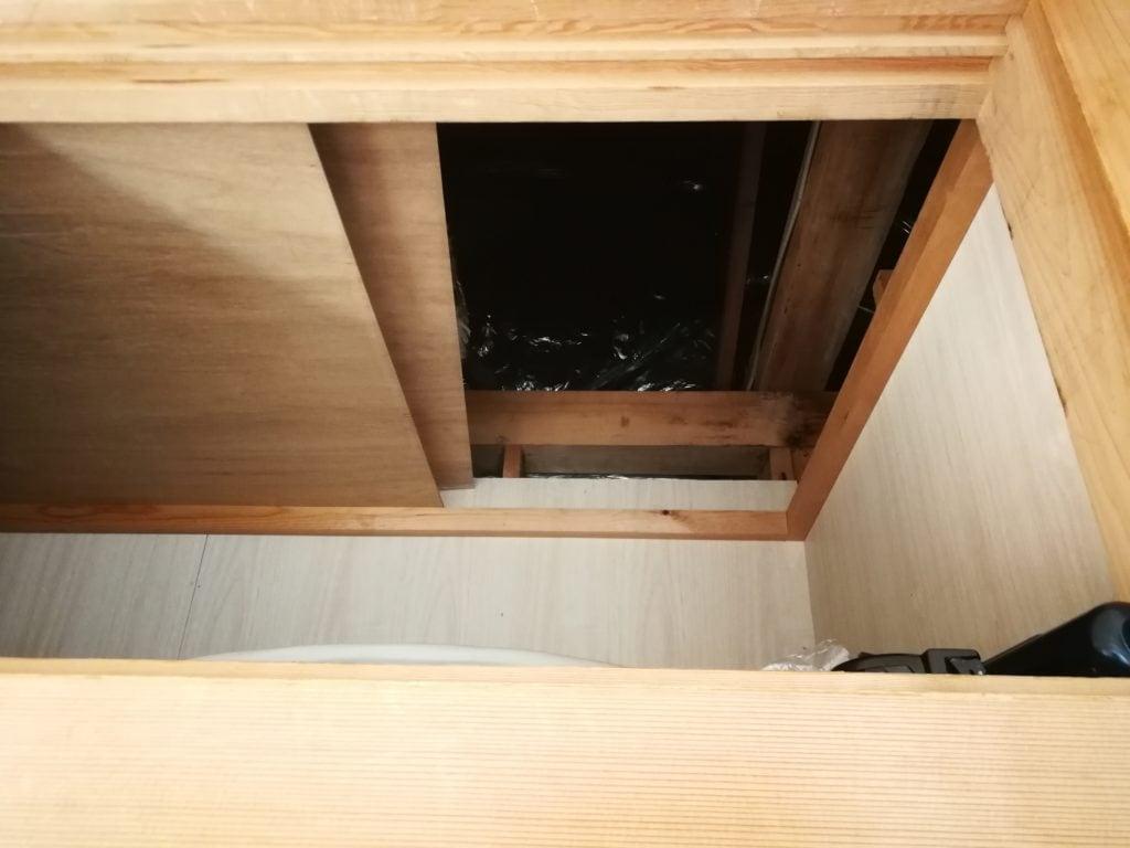 屋根裏への入口