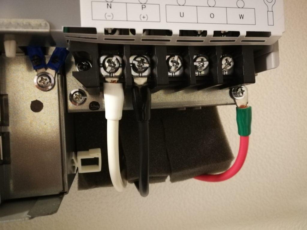 パワーコンディショナーと接続箱の接続