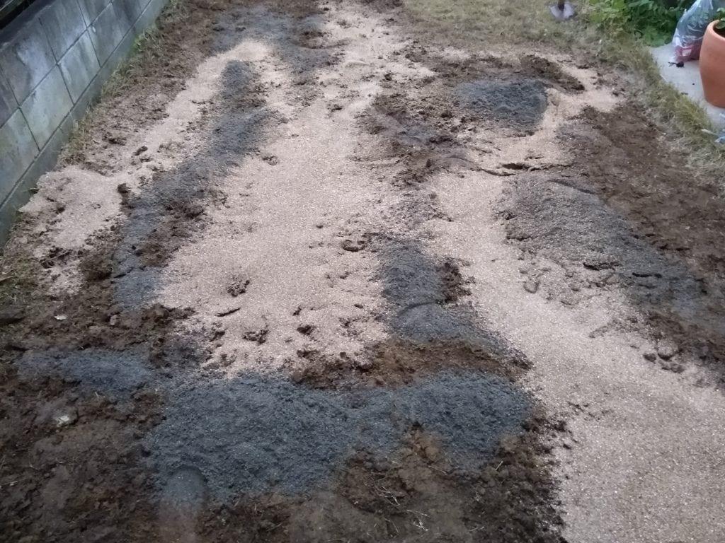 芝生 川砂