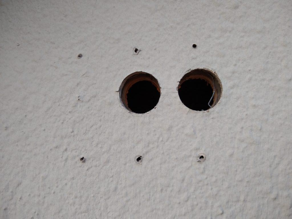 外壁 穴開け ケーブル