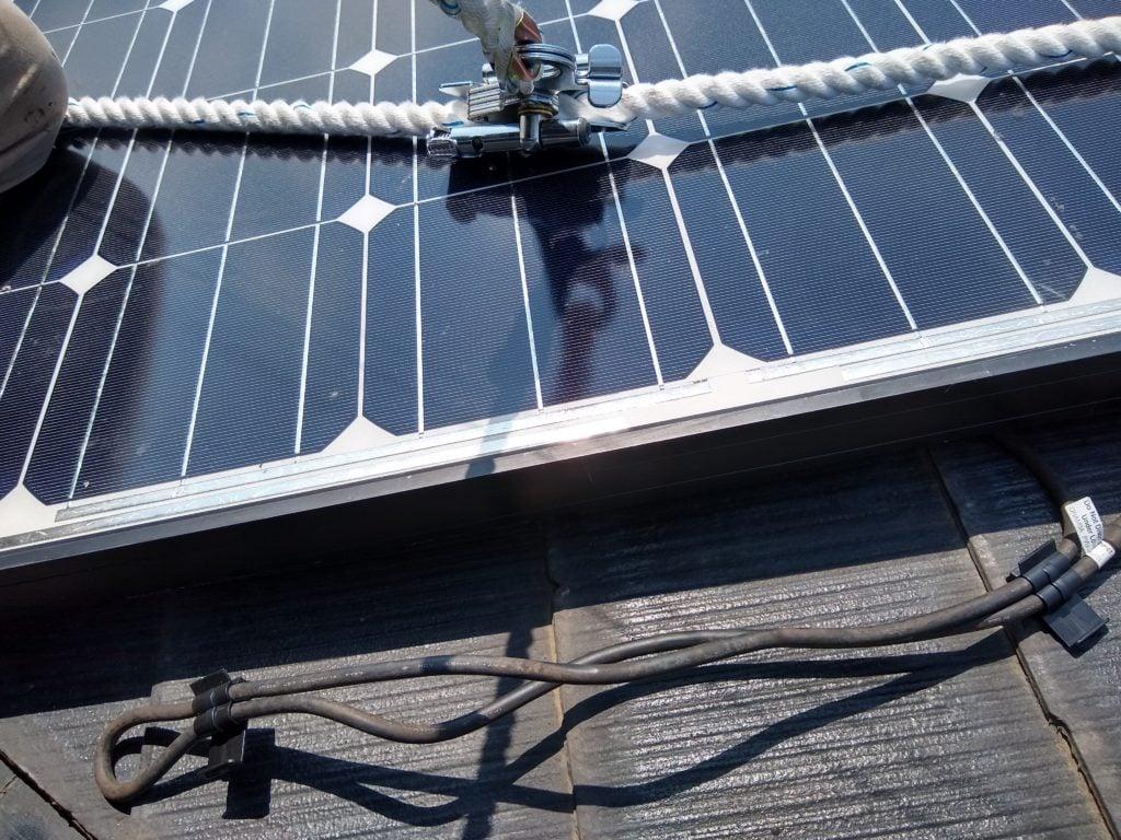 太陽光 ケーブル 固定