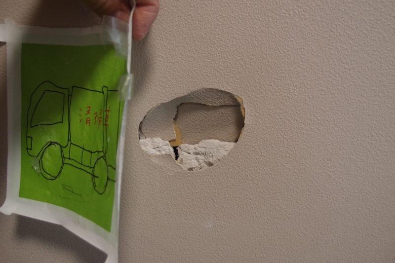 壁の穴を直す方法