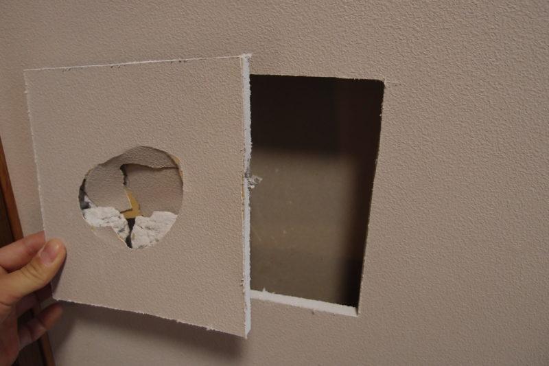 四方をカット 壁の穴