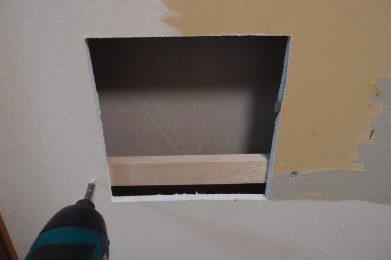 壁の穴 下地