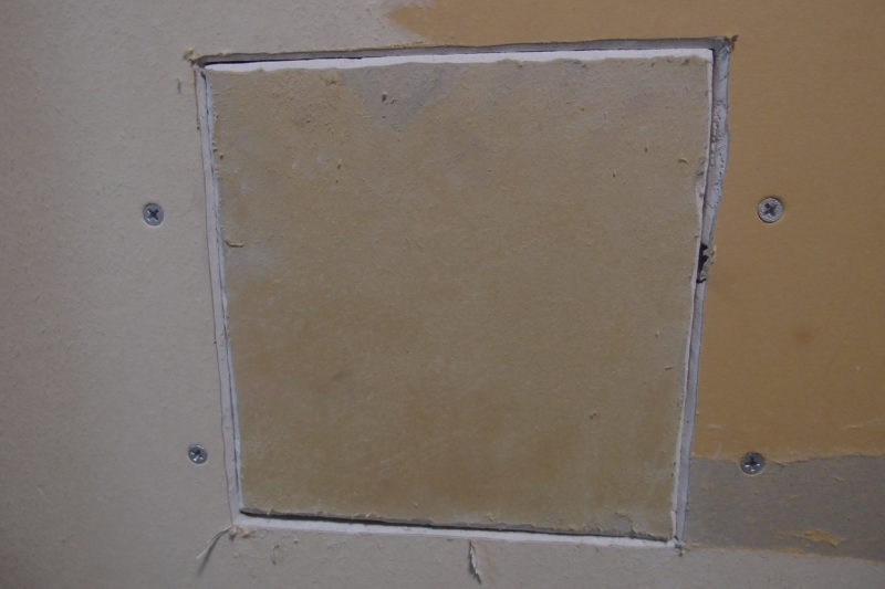 壁の穴 石膏ボード 補修
