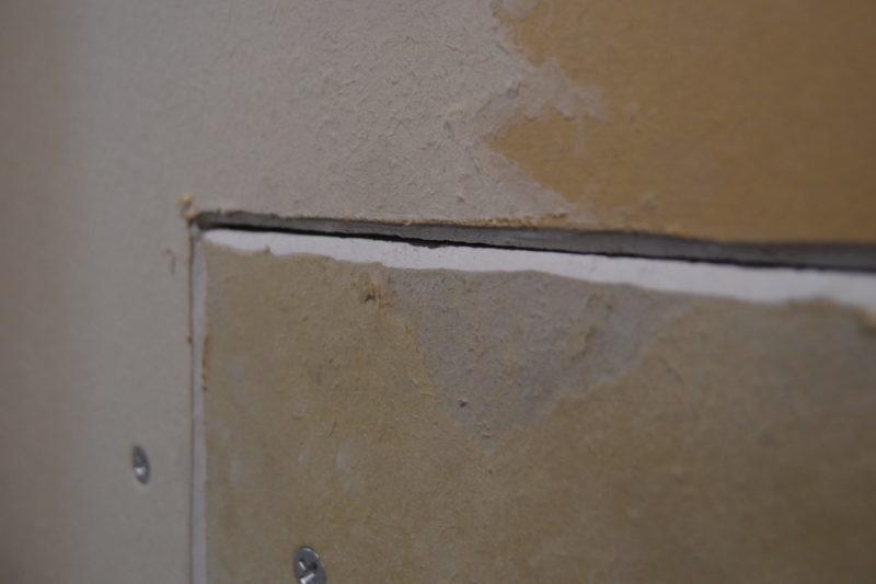 石膏ボードの穴を補修