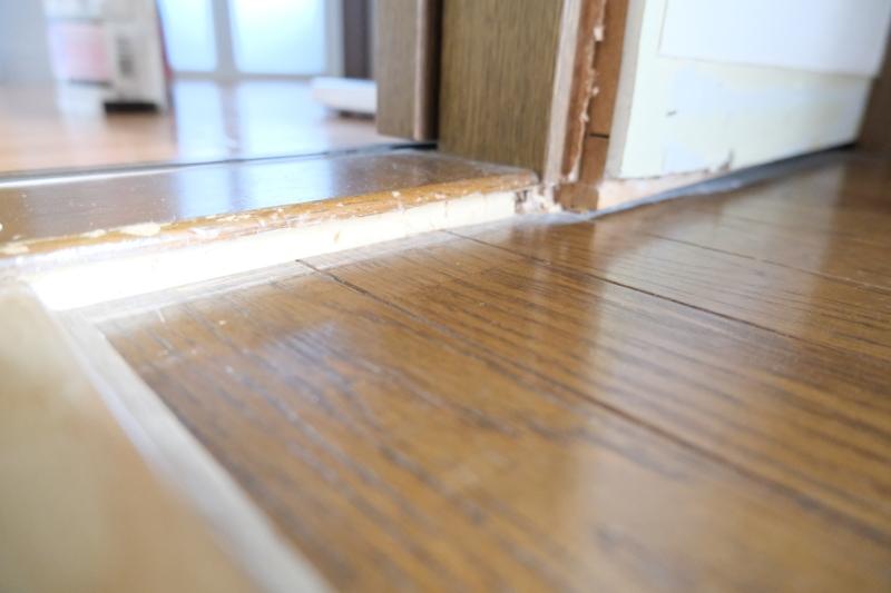 洗面所床の加工